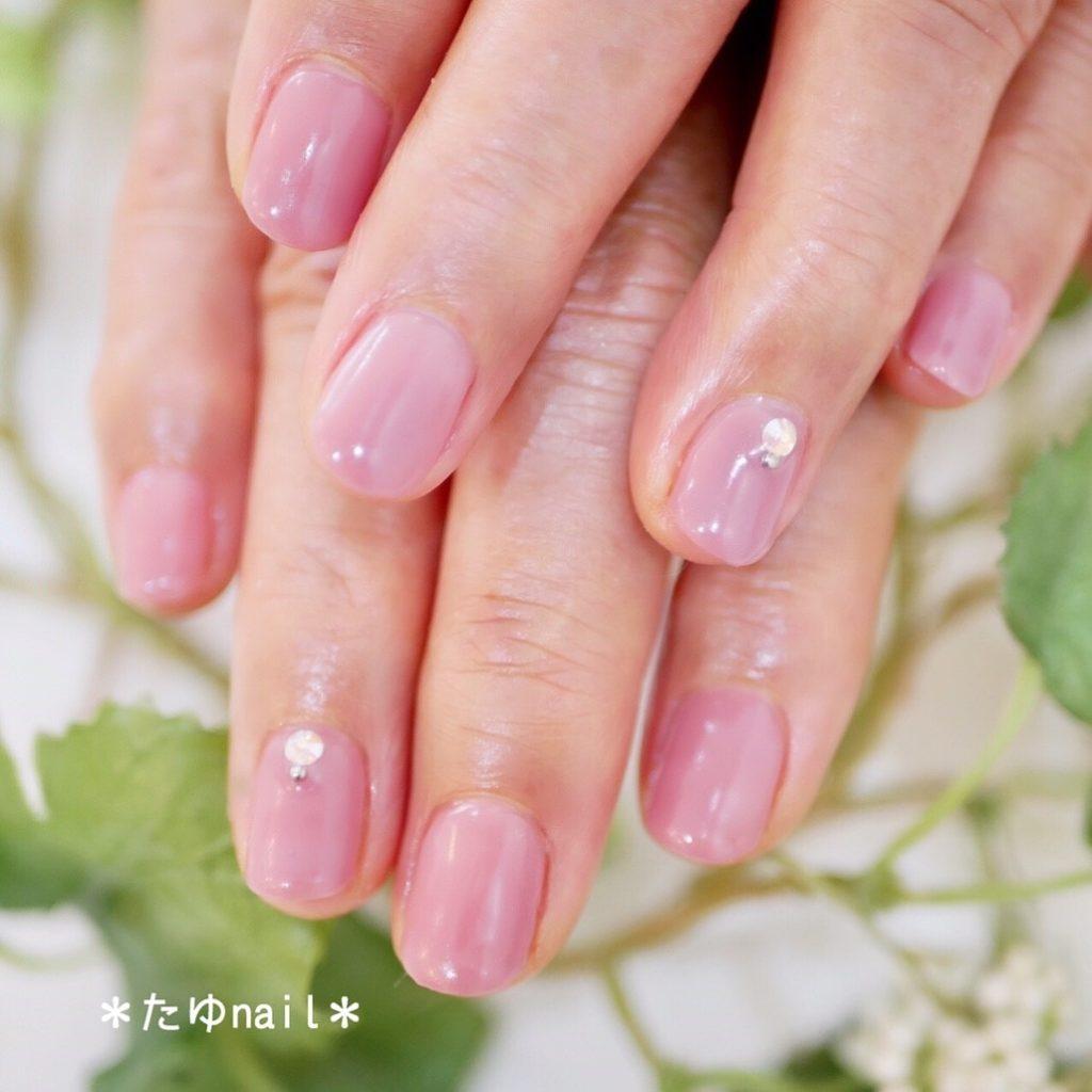シンプルワンカラーネイル、ピンクのオーバルフレンチ